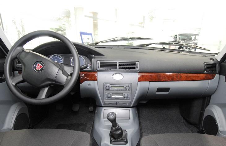 Интерьер седана ГАЗ-31105 «Волга» после модернизации 2007 года